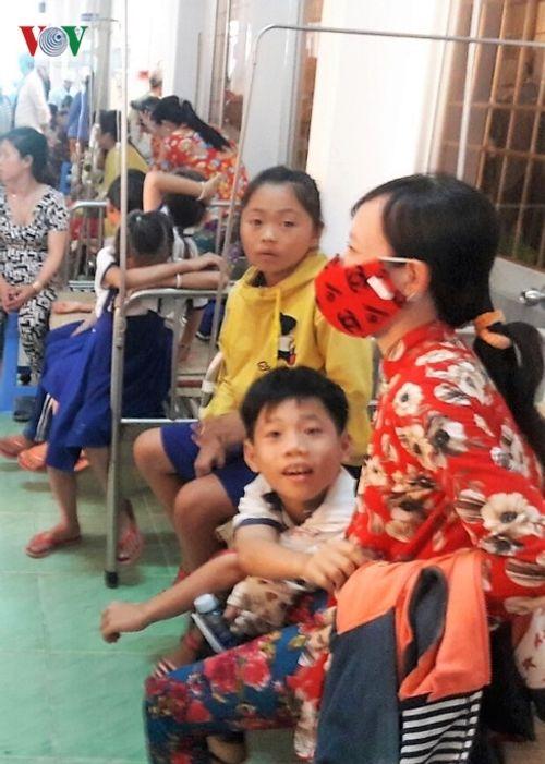 Cà Mau: Đã xác định được nguyên nhân khiến hàng chục em học sinh nhập viện vì nước súc miệng - Ảnh 2