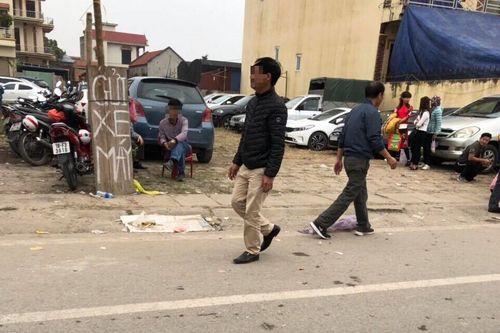 """Hà Nội: Đi hội Phủ Dầy cầu may, du khách gửi xe bị """"chặt chém"""" gấp 5 lần ngày thường? - Ảnh 3"""