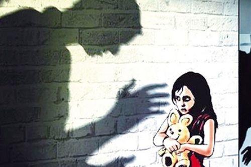 Liên tiếp các vụ giáo viên xâm hại học sinh: Đừng để con trẻ đơn độc! - Ảnh 1