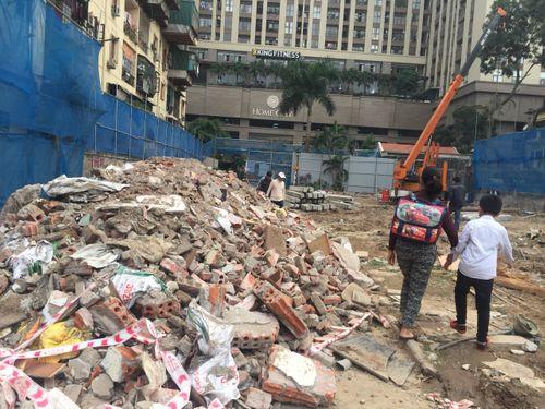 Vụ CC Home City 177 Trung Kính bị bịt lối đi: Chủ đầu tư Văn Phú nói không ai đổ trộm phế liệu? - Ảnh 1