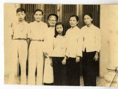 Nữ sĩ Sầm Phố: Mẫu thân của hai nhà trí thức tiêu biểu Việt Nam - Ảnh 1