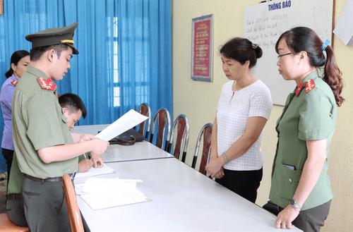 Đại học Luật Hà Nội xem xét đuổi học con một vị lãnh đạo huyện được nâng 11 điểm - Ảnh 1