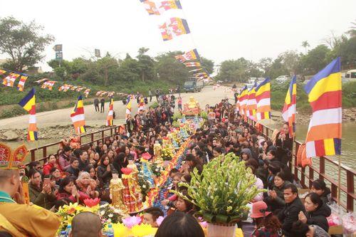 Hàng trăm người dự lễ phóng sinh tại bến phà sông Hồng - Ảnh 4