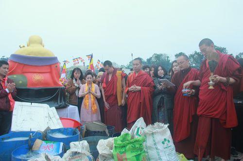 Hàng trăm người dự lễ phóng sinh tại bến phà sông Hồng - Ảnh 8