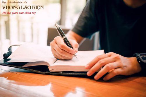 Run tay khi viết, khi ký tên báo hiệu bệnh gì nguy hiểm? - Ảnh 2