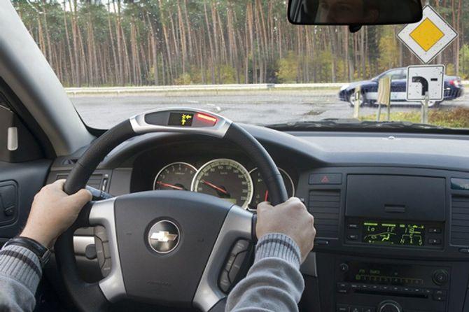 Những thói quen xấu cần loại bỏ khi lái xe trên đường - Ảnh 2