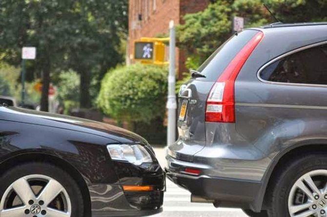 Những thói quen xấu cần loại bỏ khi lái xe trên đường - Ảnh 4