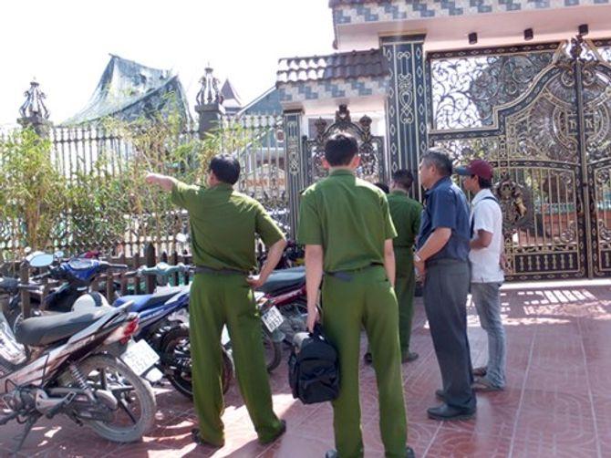 Thiếu tướng Hồ Sỹ Tiến tới biệt thự của 2 vợ chồng đại gia bị sát hại