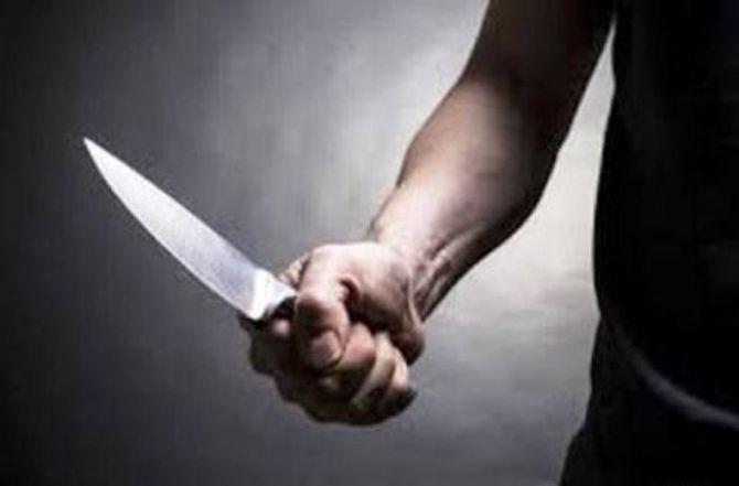 """Bị chê nhậu yếu, """"tặng"""" bạn 2 nhát dao"""
