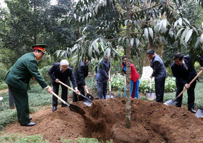 Tổng Bí thư dâng hương tưởng niệm Chủ tịch Hồ Chí Minh - Ảnh 2