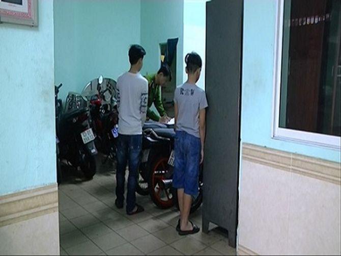 Bắt băng trộm nhí gây ra hàng loạt vụ trộm xe máy - Ảnh 1