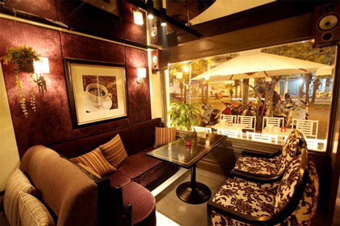 Những điểm hẹn hò cà phê lý tưởng tại Hà Nội - Ảnh 1
