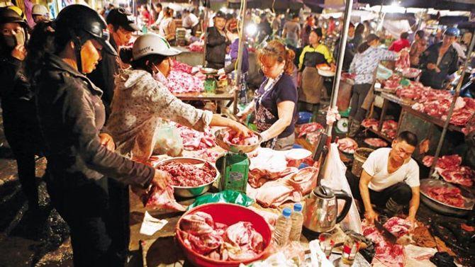 Bát nháo thực phẩm chợ đầu mối - Ảnh 2