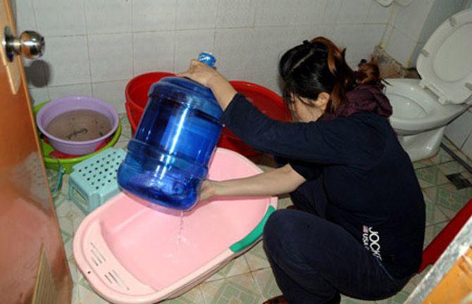 """Vỡ ống nước sạch sông Đà: Làm """"người rừng"""" giữa Thủ đô - Ảnh 1"""