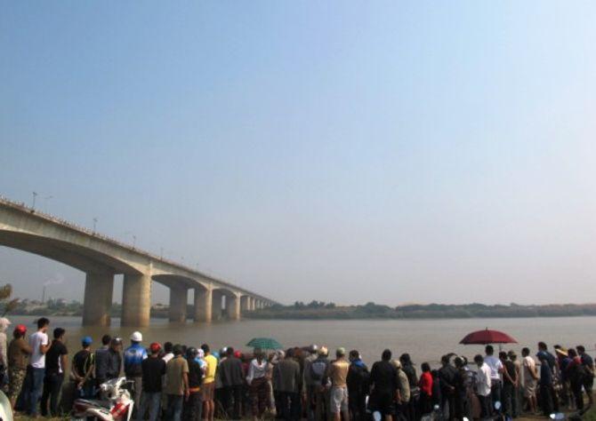 Lục tung 2 bờ sông Hồng tìm nạn nhân của thẩm mỹ viện Cát Tường - Ảnh 1