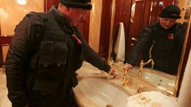 Dinh thự lộng lẫy của Tổng thống Ukraine vừa bị phế truất - Ảnh 10