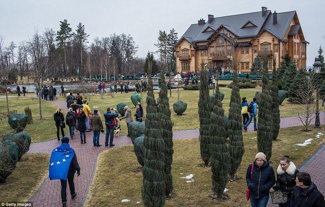 Dinh thự lộng lẫy của Tổng thống Ukraine vừa bị phế truất - Ảnh 4