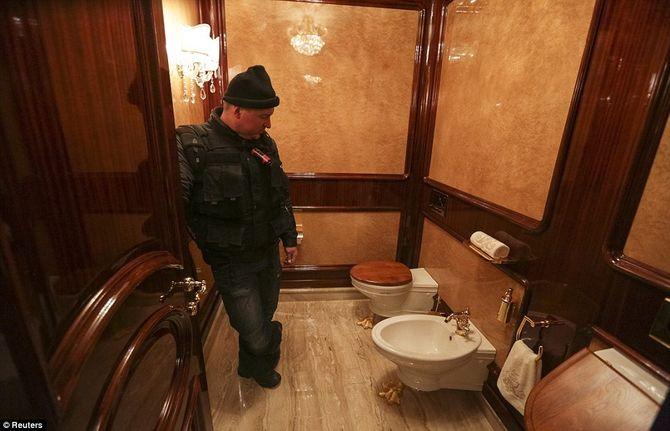 Dinh thự lộng lẫy của Tổng thống Ukraine vừa bị phế truất - Ảnh 9