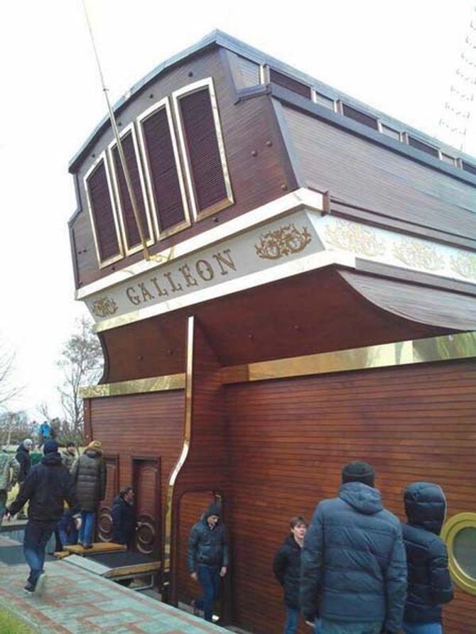 Dinh thự lộng lẫy của Tổng thống Ukraine vừa bị phế truất - Ảnh 11