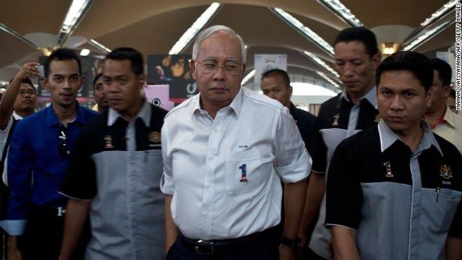 Toàn cảnh cuộc tìm kiếm máy bay Malaysia mất tích qua ảnh - ảnh 8
