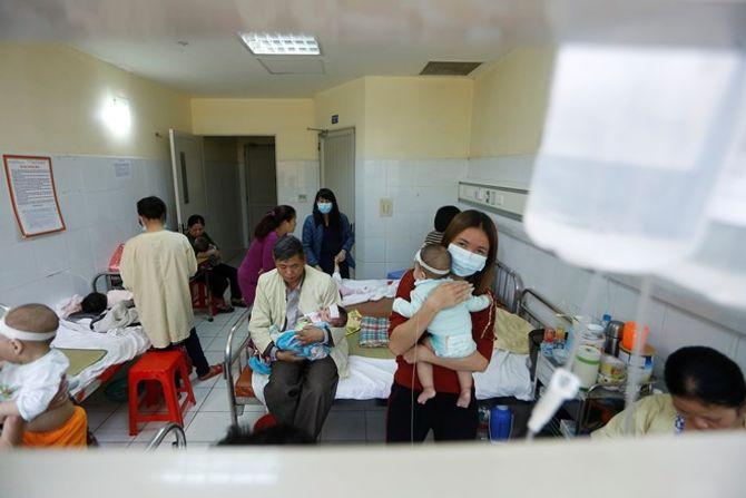 Dịch sởi nặng nhất trong hàng thập kỷ ở Việt Nam - Ảnh 2