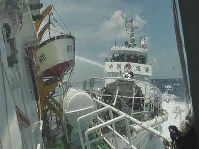 Tình hình biển Đông 17/5: 2 tàu chiến TQ uy hiếp tàu Việt Nam