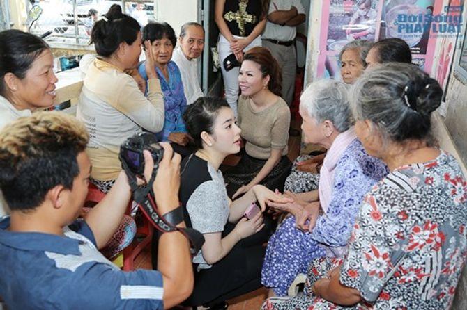 Lý Nhã Kỳ tổ chức mổ mắt cho 300 bệnh nhân đục thủy tinh thể - Ảnh 5