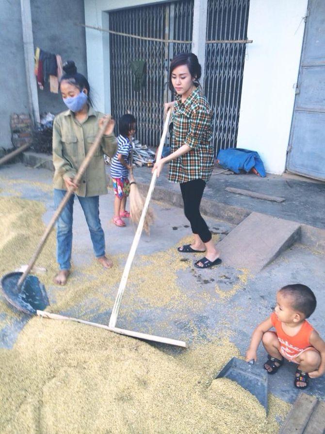Bà Tưng về quê gặt lúa khiến cư dân mạng thích thú - Ảnh 3