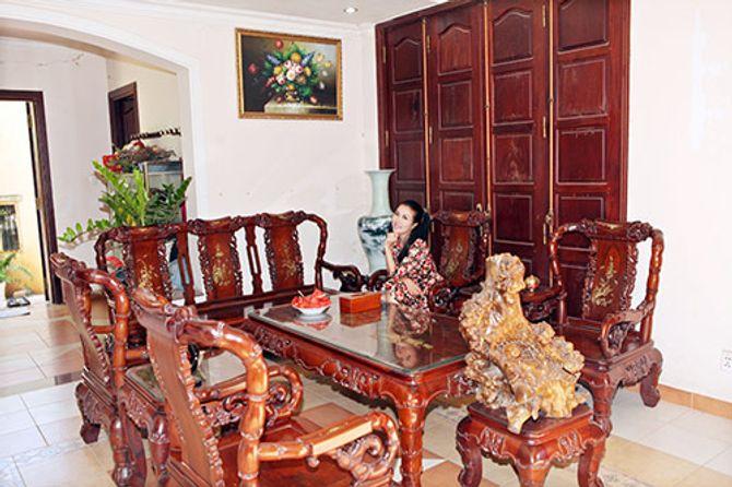 Ngắm ngôi nhà bằng gỗ nghìn m2 giá bạc tỷ của Thùy Dương - Ảnh 1