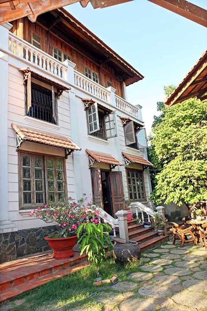 Ngắm ngôi nhà bằng gỗ nghìn m2 giá bạc tỷ của Thùy Dương - Ảnh 2