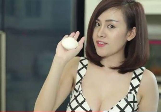 """Bà Tưng xin lỗi vì clip dạy làm bánh bao """"nhạy cảm"""" - Ảnh 1"""