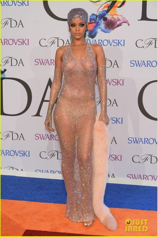 Rihanna diện đầm trong suốt dự lễ trao giải CFDA Fashion Awards  - Ảnh 1