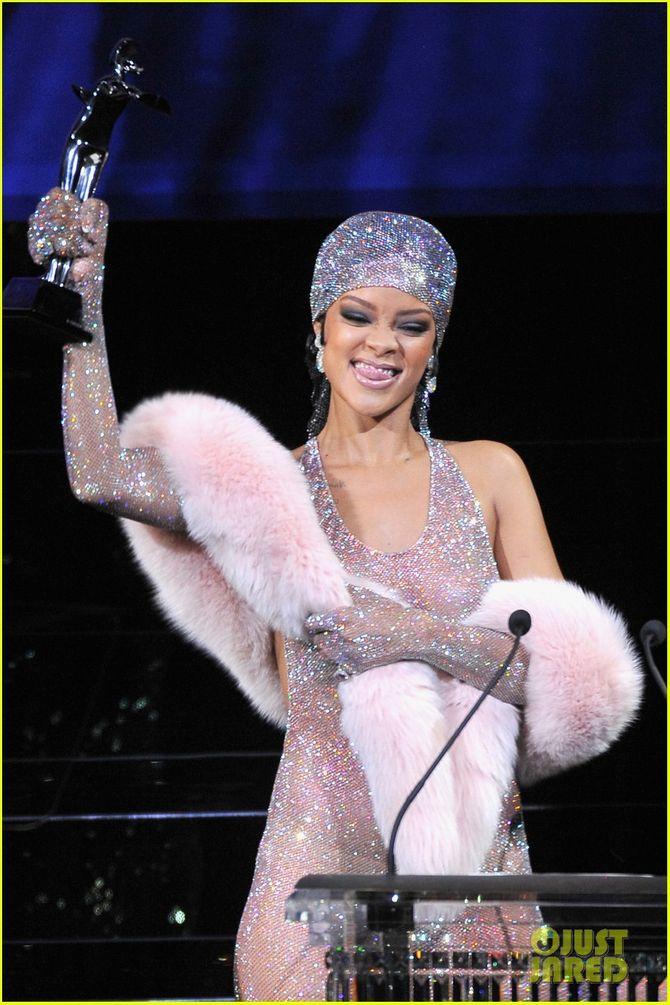 Rihanna diện đầm trong suốt dự lễ trao giải CFDA Fashion Awards  - Ảnh 6