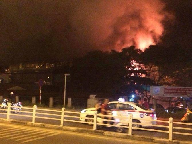 Cháy bar Luxury Hà Nội: Hàng trăm khách nháo nhào bỏ chạy