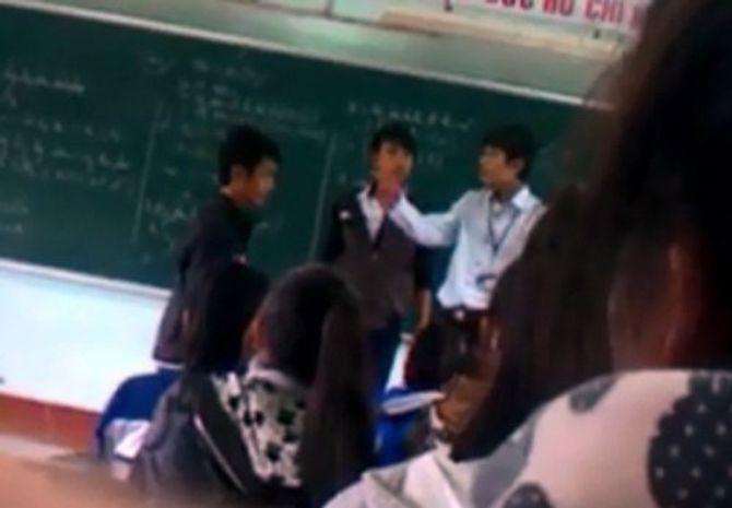 """Vụ thầy trò """"hỗn chiến: Không kỉ luật học sinh quay clip - Ảnh 1"""