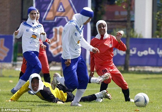 Sốc: Đội tuyển nữ Iran phát hiện 4 cầu thủ là... đàn ông - Ảnh 1