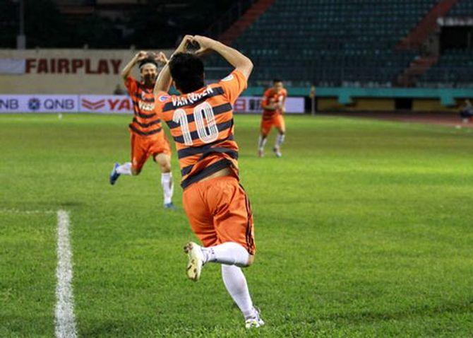 Ninh Bình quyết hạ Kitchee, Văn Quyến phải dự bị ở AFC Cup