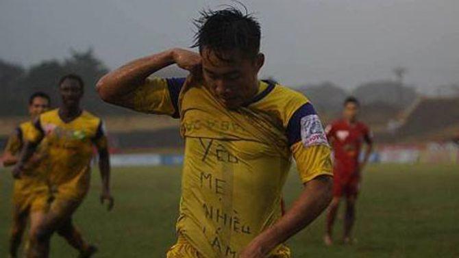 Ngôi sao U19 Việt Nam và cách ăn mừng siêu độc tặng mẹ