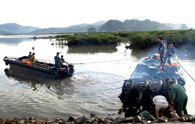 Cảnh sát biển bắt giữ 270 thùng thuốc lá lậu