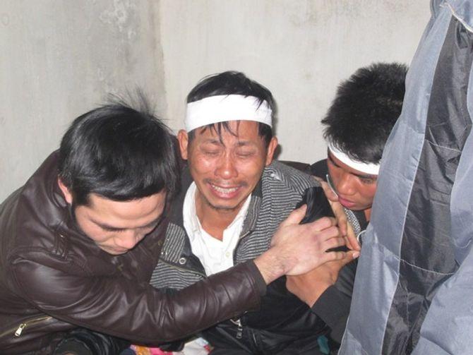 Nước mắt tuôn rơi bên thi hài chiến sĩ hy sinh tại Trường Sa - Ảnh 6