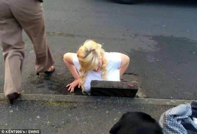 Bi hài thiếu nữ 16 mắc kẹt dưới cống ngầm vì đuổi theo iPhone  - Ảnh 1