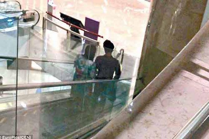 Quý bà Trung Quốc đi du lịch, mua dâm với trai trẻ  - Ảnh 1