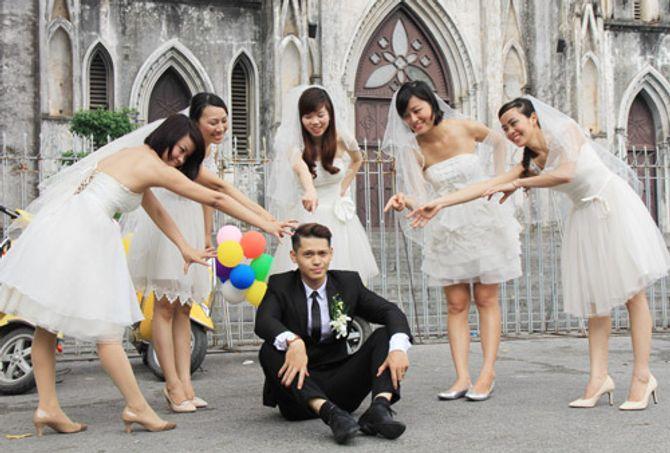 Ngỡ ngàng đám cưới 1 rể 5 dâu ở Hà Nội