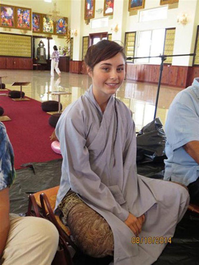 Sư cô xinh đẹp 17 tuổi người Mỹ xuất gia tại Việt Nam
