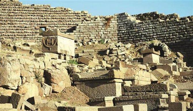 Những chiếc quách ăn thịt người  & Bí ẩn về bãi đá cổ Stonehenge được giải mã