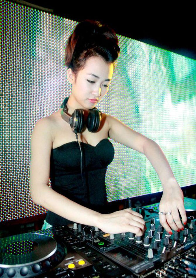 """Những nữ DJ xinh đẹp, bốc lửa nhất trong đêm """"Hòa âm ánh sáng"""" - Ảnh 7"""