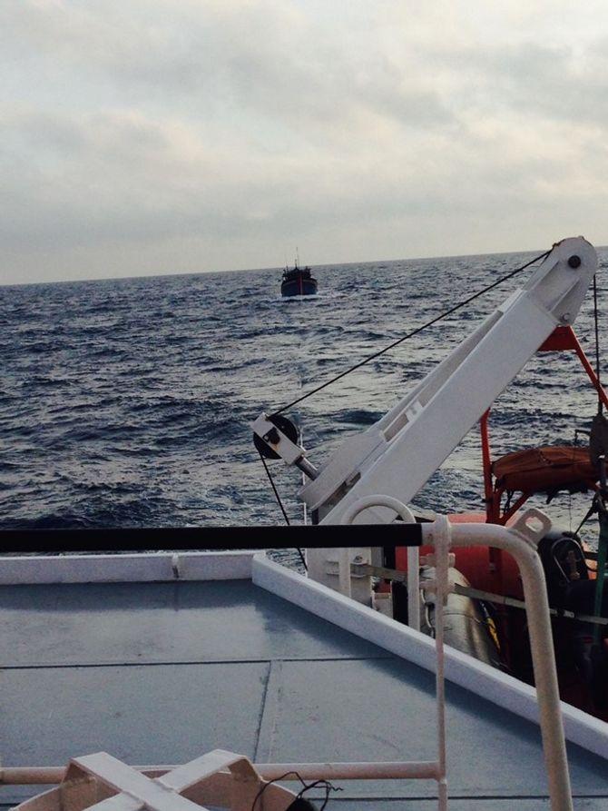 Tàu cá VN chìm trên vùng biển Malaysia: 5 người mất tích - Ảnh 1