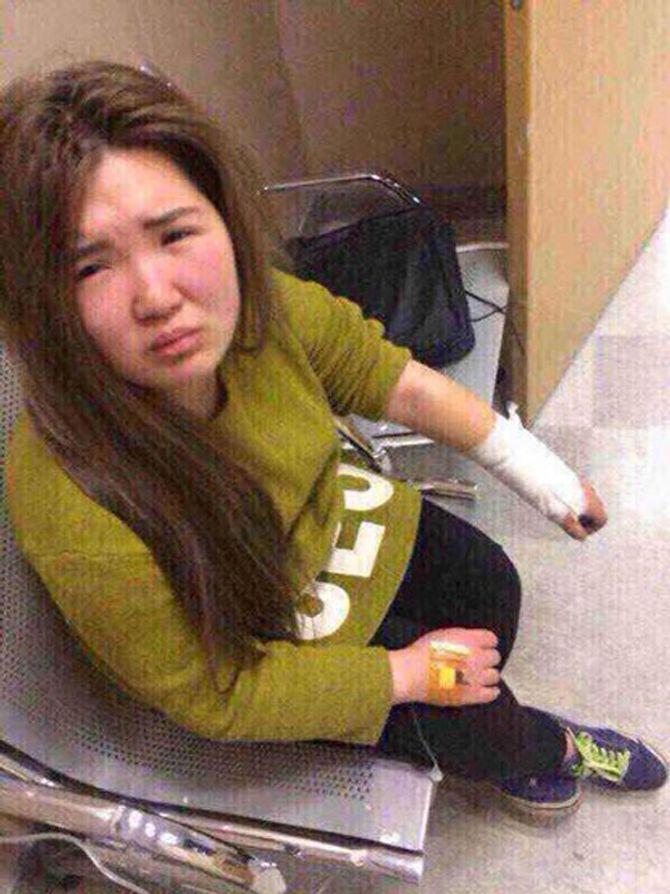 """""""Hot girl mạng"""" bị bạn trai đánh vì gương mặt thật xấu xí - Ảnh 2"""