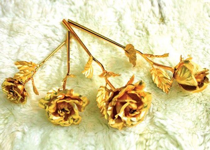 Quà độc Valentine: Choáng với hồng dát vàng 24k giá 3 triệu đồng - Ảnh 1
