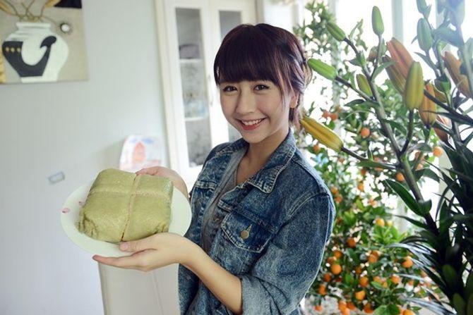 Quỳnh Anh Shyn với sự cố cắt bánh chưng làm 4 phần - Ảnh 1